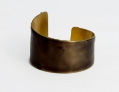 Asymmetric cuff - chocolate resin Carnet de Mode bester Fashion-Online-Shop