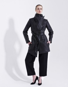 Black Trench Coat with Python Skin Pattern Carnet de Mode bester Fashion-Online-Shop