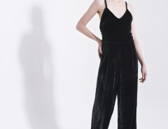 Black Velvet Jumpsuit with Thin Straps Carnet de Mode bester Fashion-Online-Shop