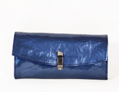 Light blue shrunken patent leather mini clutch Carnet de Mode bester Fashion-Online-Shop